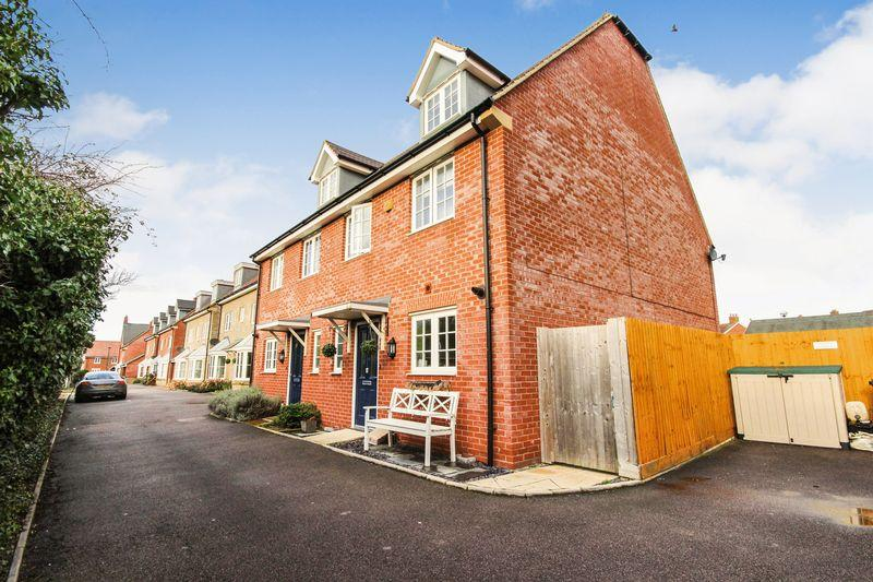 4 Bedrooms Semi Detached House for sale in Wagtail Gardens, Wixams