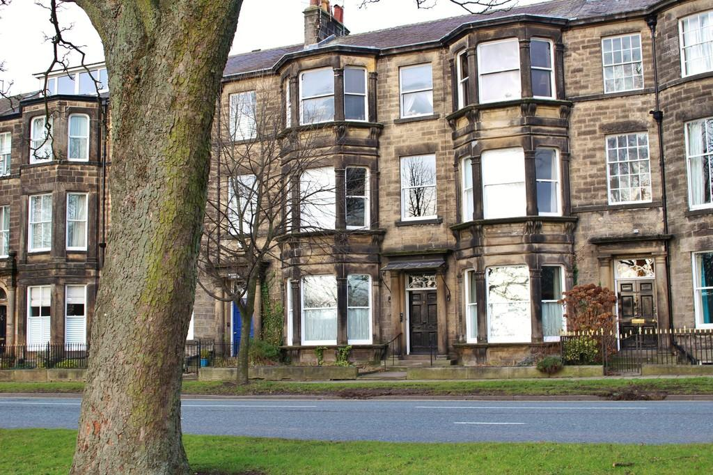 2 Bedrooms Ground Maisonette Flat for sale in Harrogate, North Yorkshire
