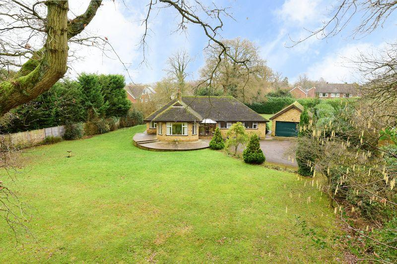 4 Bedrooms Bungalow for sale in Bookham