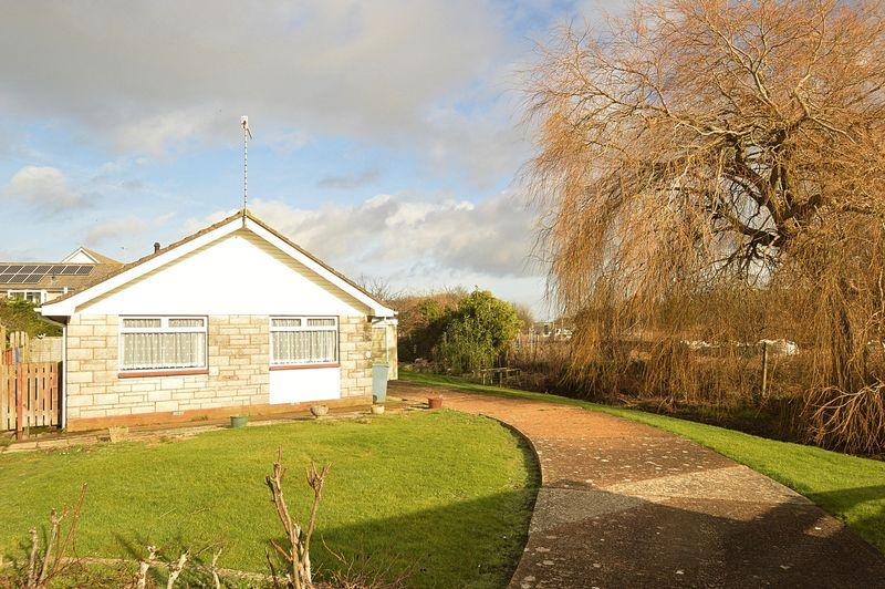 3 Bedrooms Detached Bungalow for sale in BRADING
