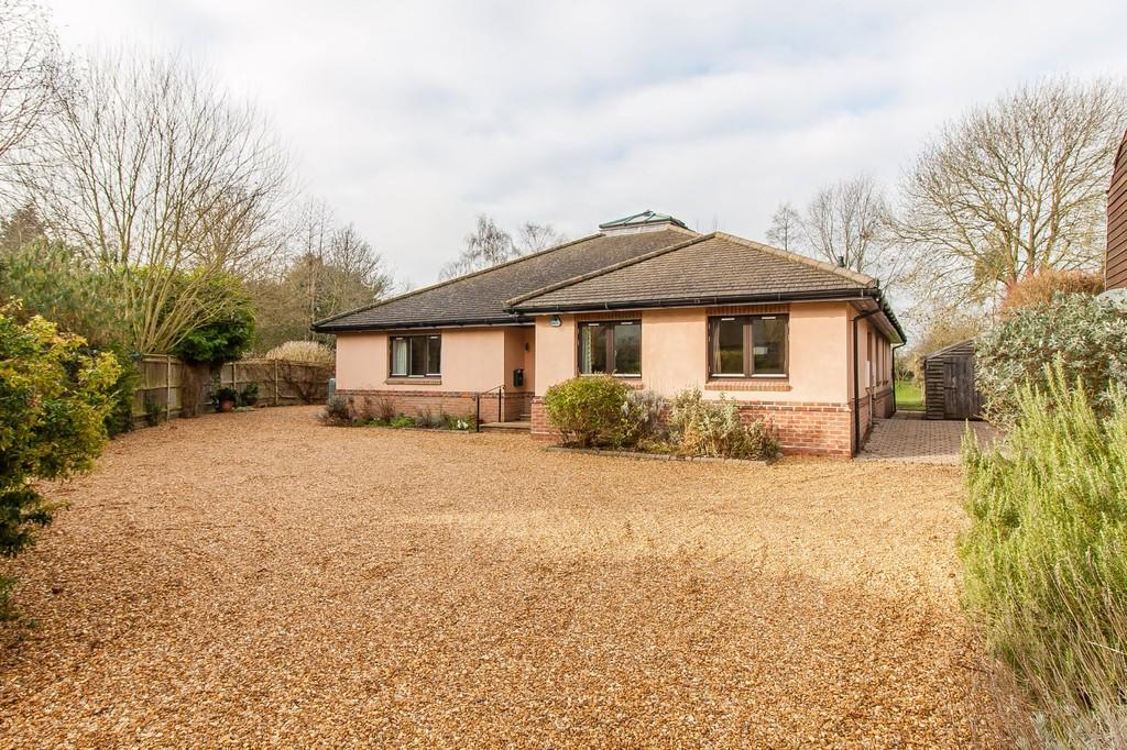 3 Bedrooms Detached Bungalow for sale in High Street, Harston