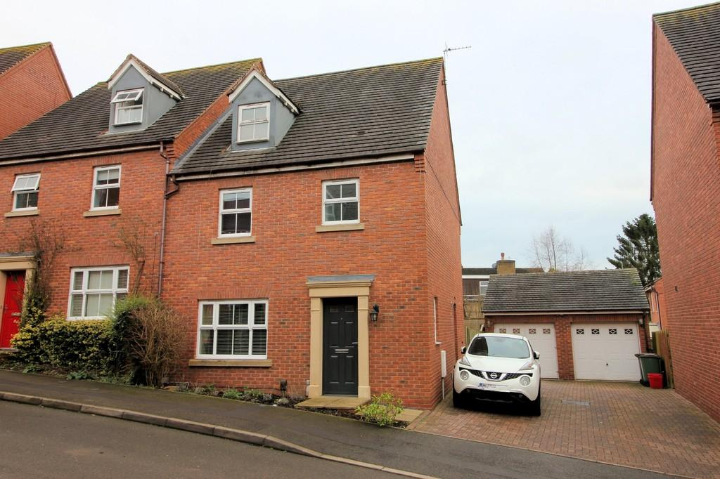 4 Bedrooms Semi Detached House for sale in The Leascroft, Ravenstone