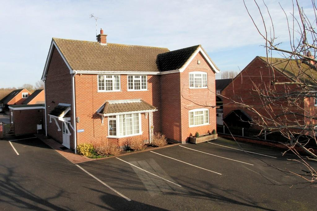 5 Bedrooms Detached House for sale in The Green, Diseworth