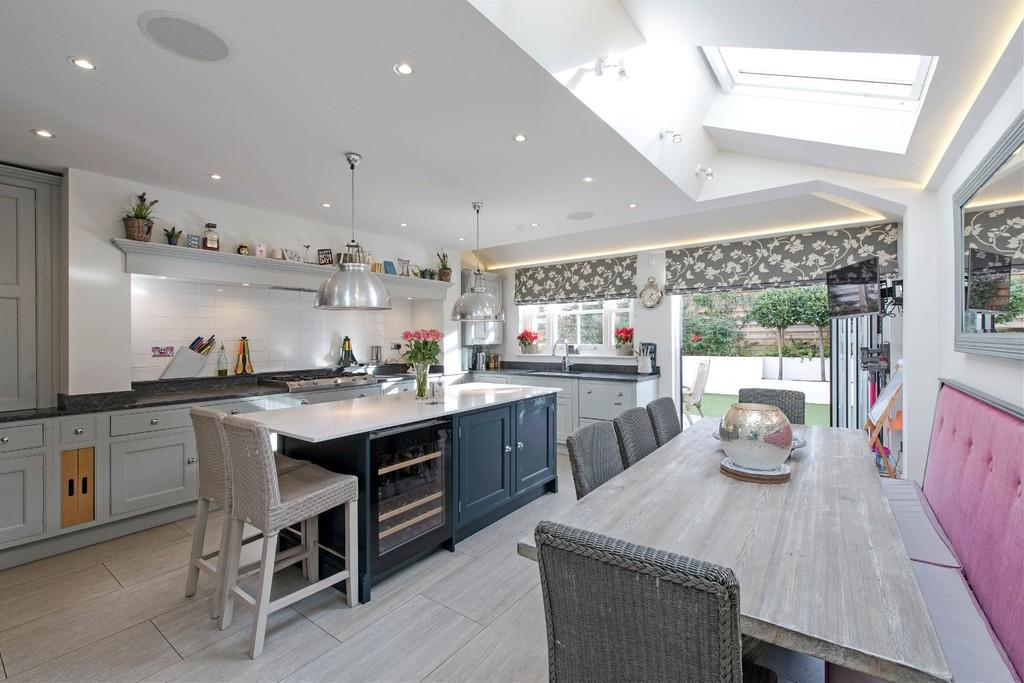 4 Bedrooms Terraced House for sale in Calbourne Road, London
