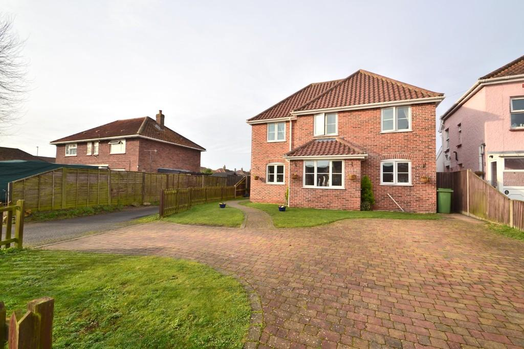 4 Bedrooms Detached House for sale in Gunton Road, Wymondham
