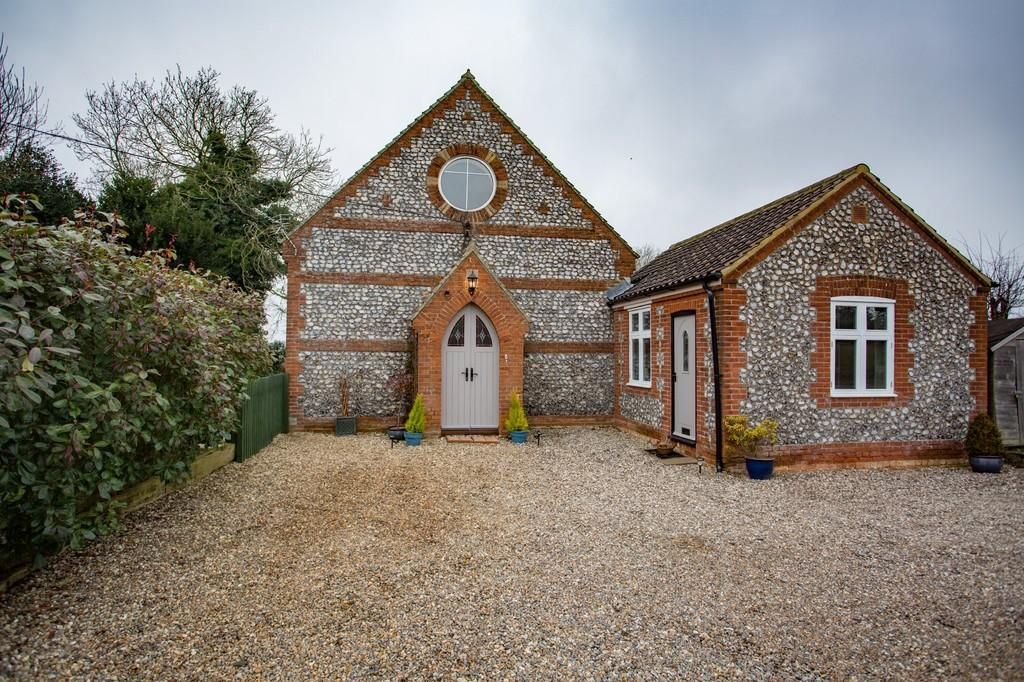 3 Bedrooms Detached House for sale in Cromer Road, Bodham