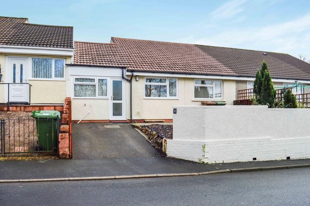 3 Bedrooms Terraced Bungalow for sale in St. Davids Road, Maesycwmmer