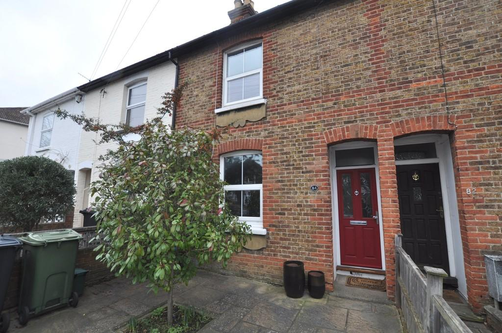 2 Bedrooms Cottage House for sale in Worplesdon Road, Guildford