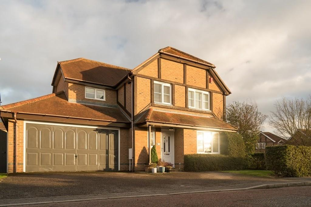 4 Bedrooms Detached House for sale in Mercury Close, Roman Fields