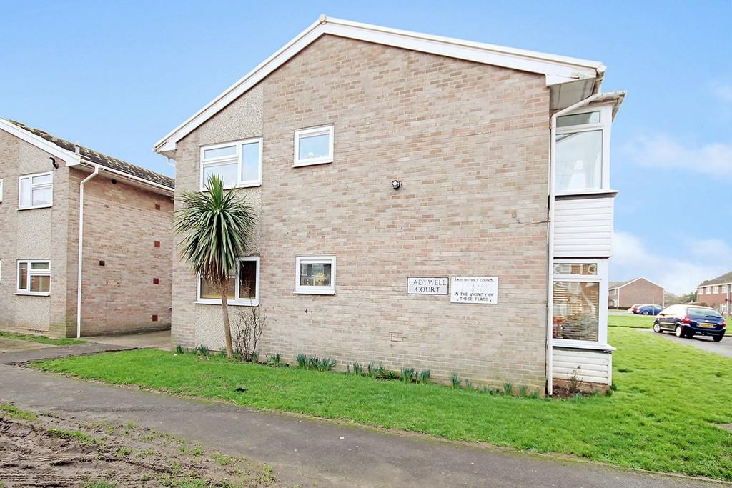2 Bedrooms Flat for sale in Ladywell Court, Hayley Road, Lancing, BN15 9HQ