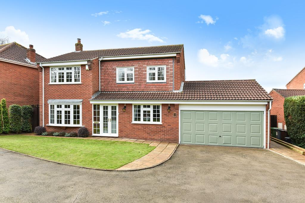 4 Bedrooms Detached House for sale in Hainfield Drive, Solihull