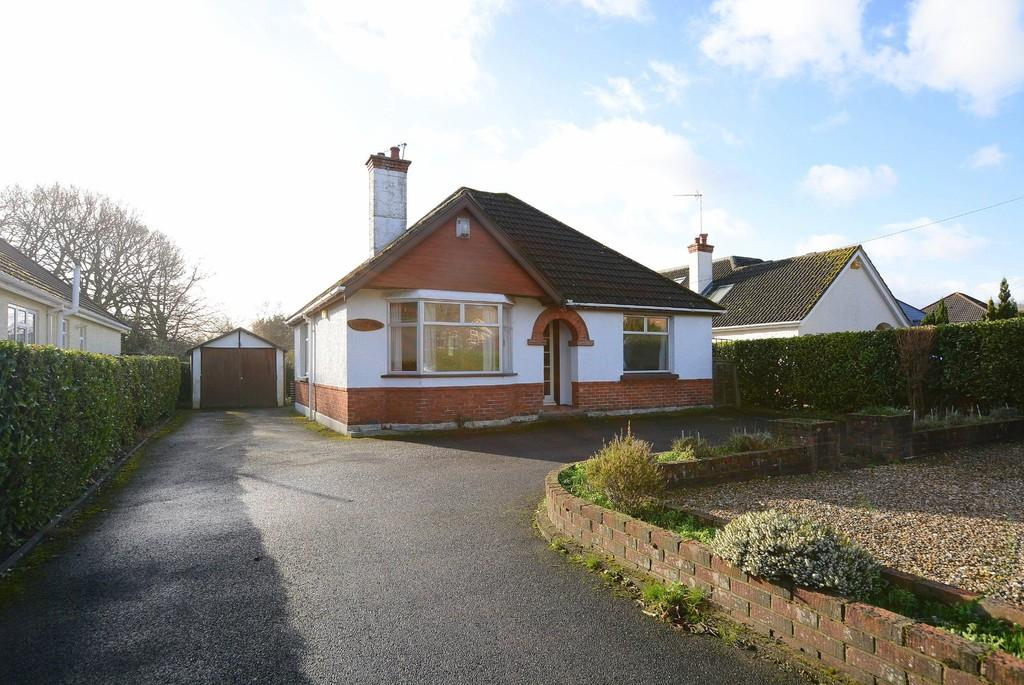 2 Bedrooms Detached Bungalow for sale in Station Road, Verwood