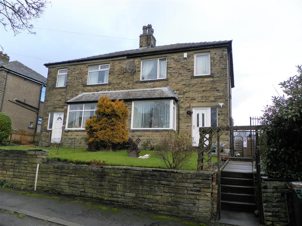 3 Bedrooms Semi Detached House for sale in Cleckheaton Road, Oakenshaw, Bradford