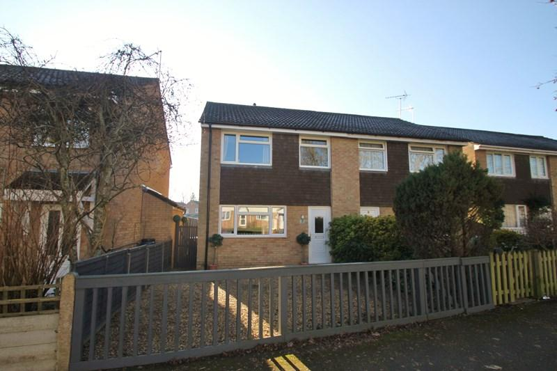 3 Bedrooms Semi Detached House for sale in Woodpecker Close, Verwood