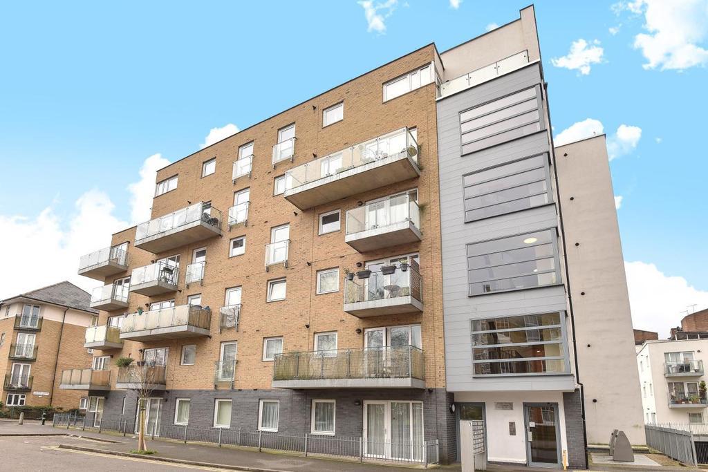 2 Bedrooms Flat for sale in Cottington Street, Kennington