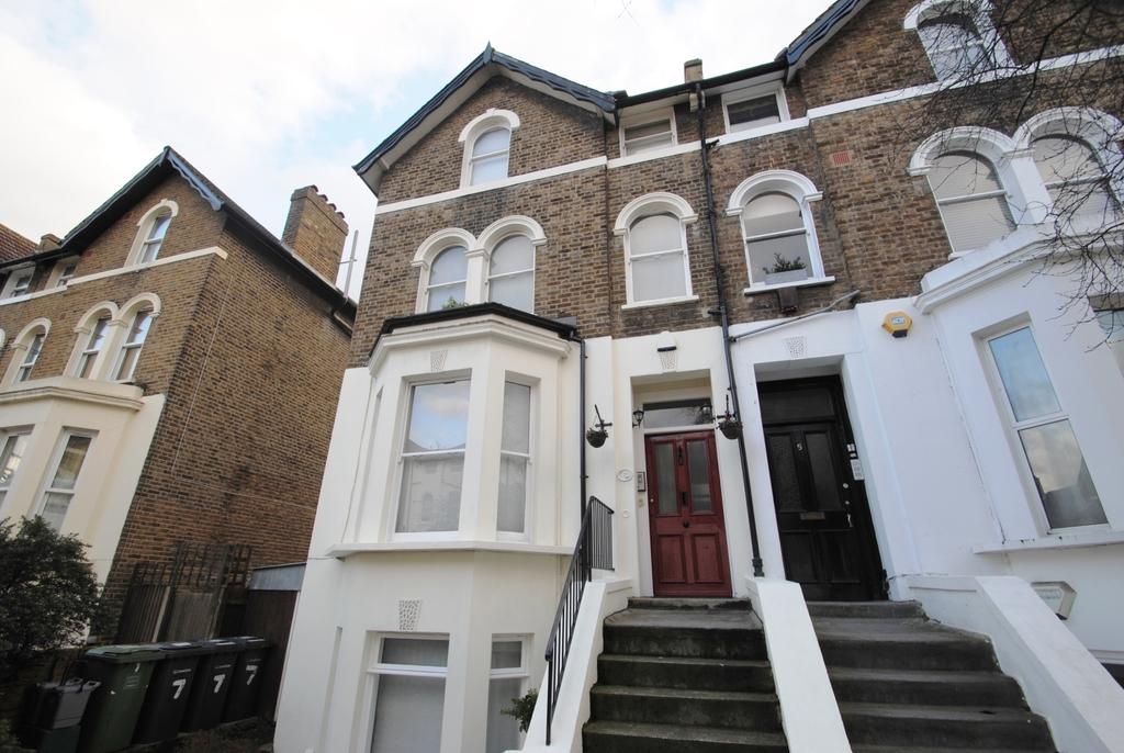 3 Bedrooms Flat for sale in Mount Pleasant Road Lewisham SE13