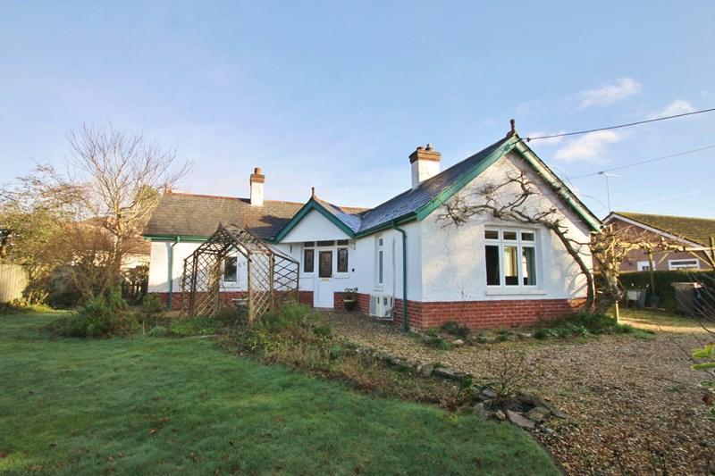 3 Bedrooms Detached Bungalow for sale in Edmondsham Road, Verwood