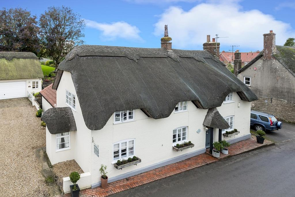 4 Bedrooms House for sale in Higher Street, Okeford Fitzpaine, Blandford Forum