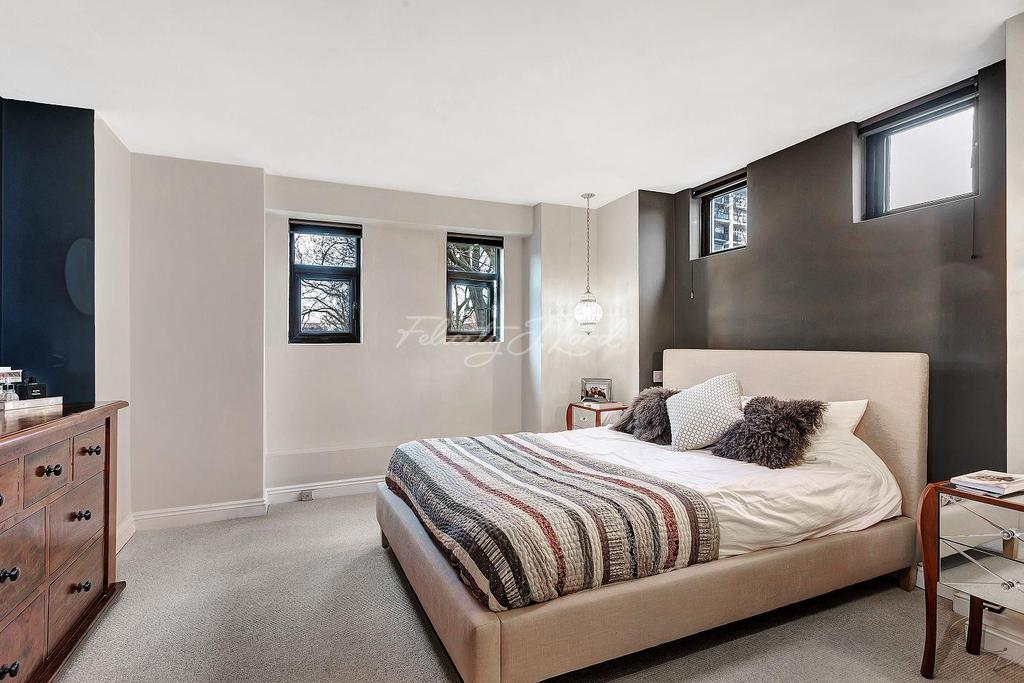 3 Bedrooms Flat for sale in Steeple Court, E1