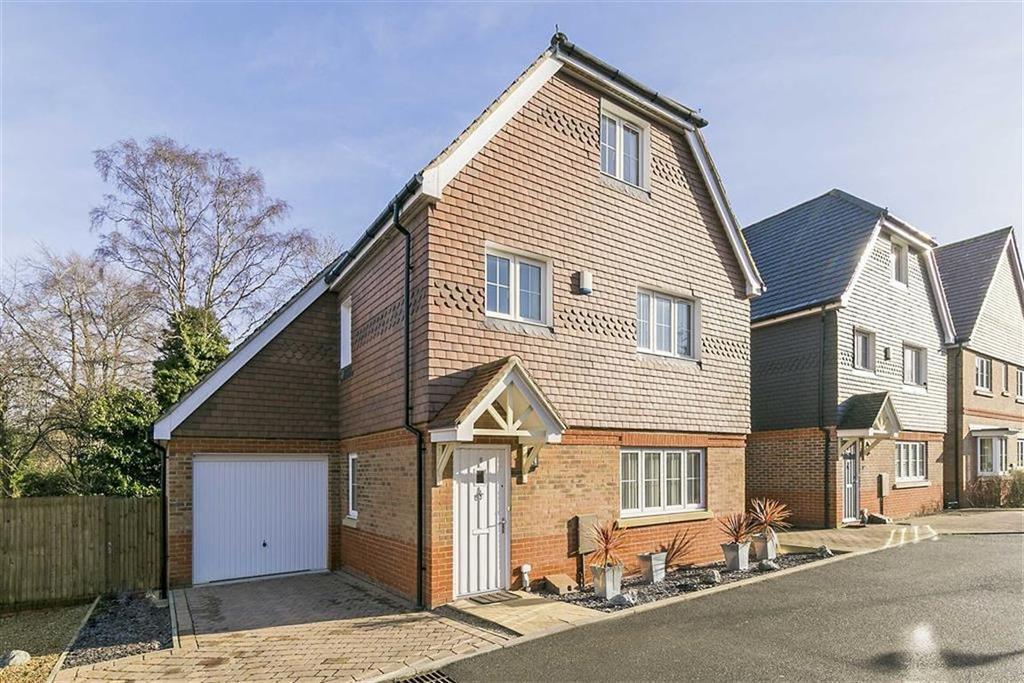 5 Bedrooms Detached House for sale in Ash Close, Banstead, Surrey