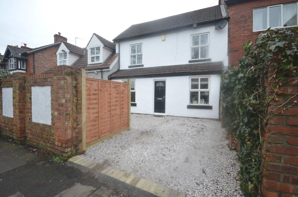 3 Bedrooms Terraced House for sale in Brookfield Avenue, Timperley WA15