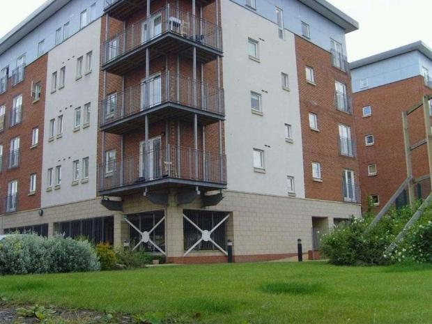 2 Bedrooms Apartment Flat for sale in Platts House, Elmira Way, Salford, M5 6DR