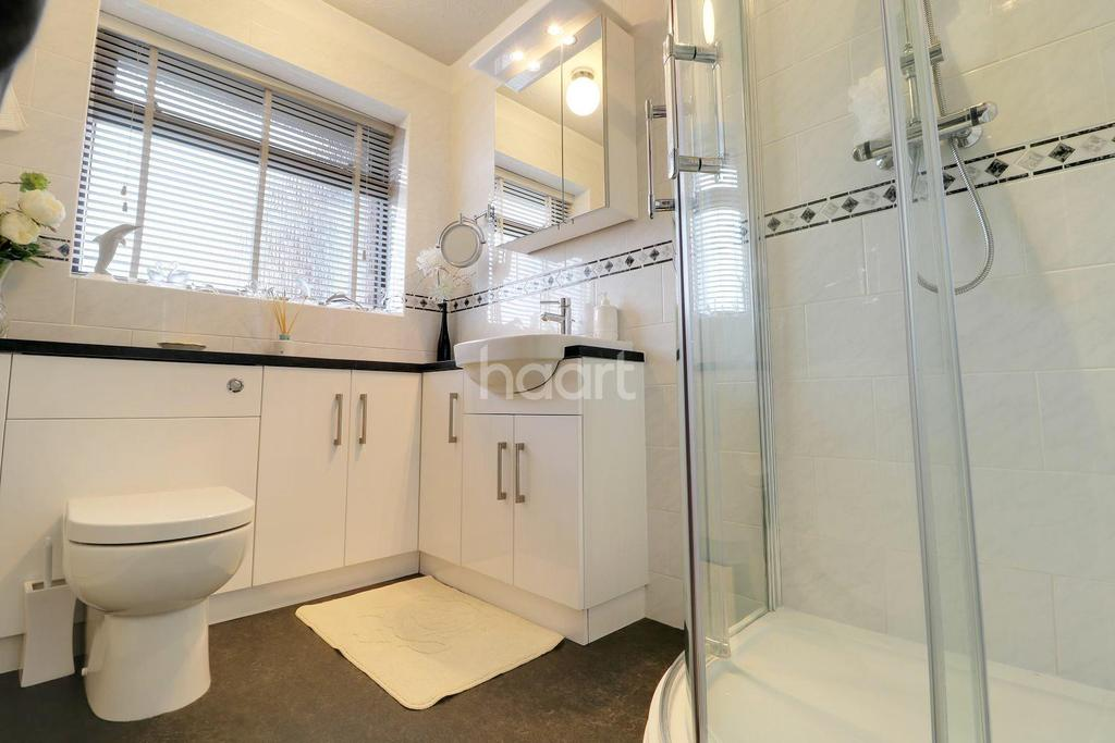 3 Bedrooms Bungalow for sale in St Peters Road, Carlton Colville