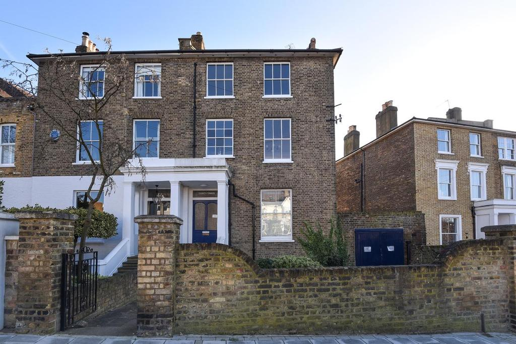 3 Bedrooms Flat for sale in Wimbledon Park Road, Southfields
