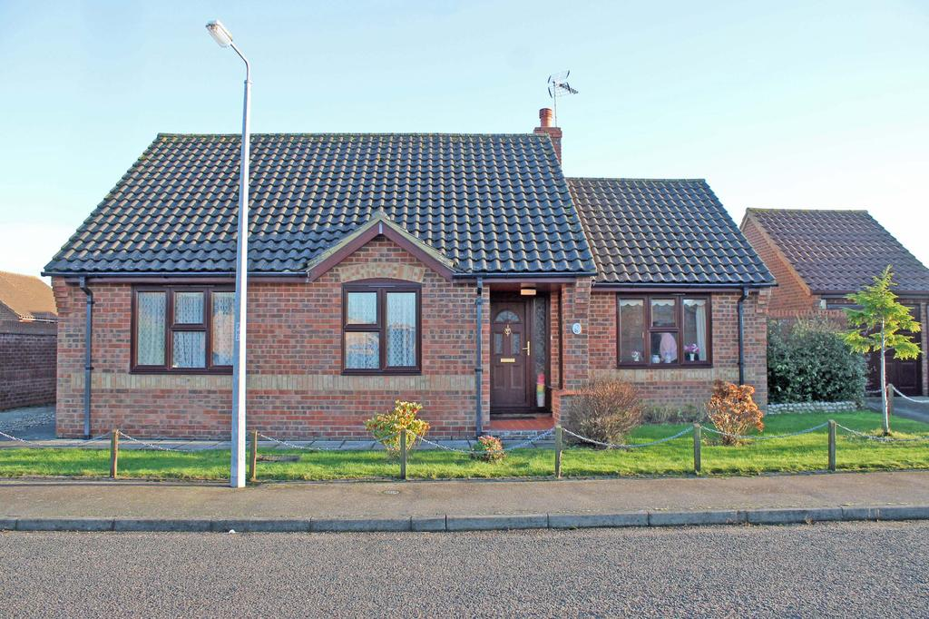 2 Bedrooms Detached Bungalow for sale in Heather Drive, Holt NR25