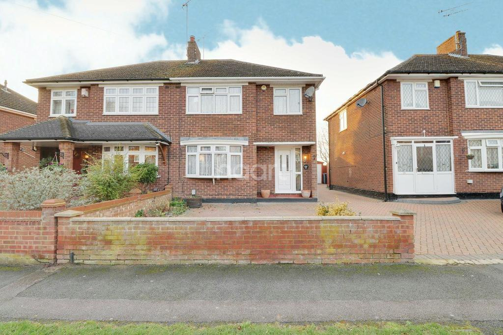 3 Bedrooms Semi Detached House for sale in Rossfold Road, Luton, LU3