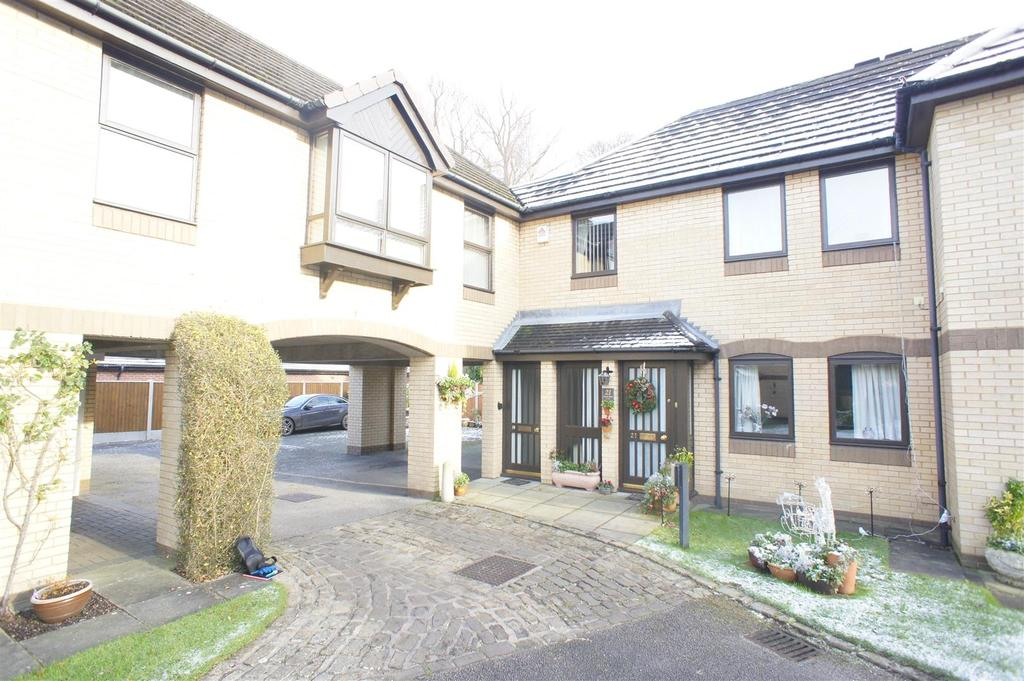 2 Bedrooms Apartment Flat for sale in Dinglebank Close, Lymm