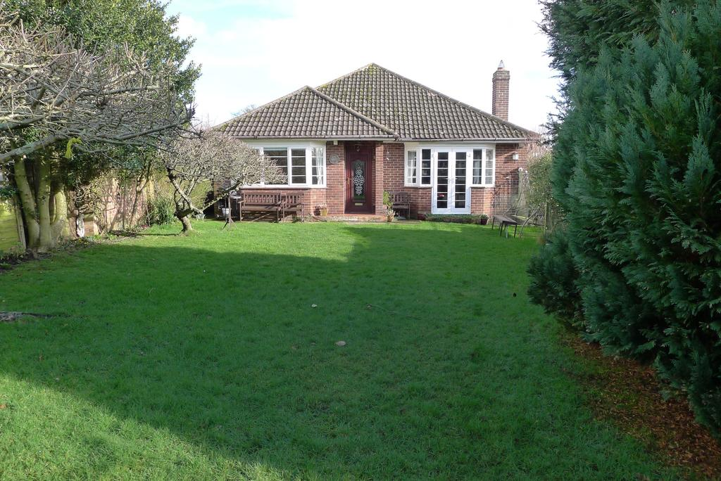 3 Bedrooms Detached Bungalow for sale in RANVILLES LANE, FAREHAM