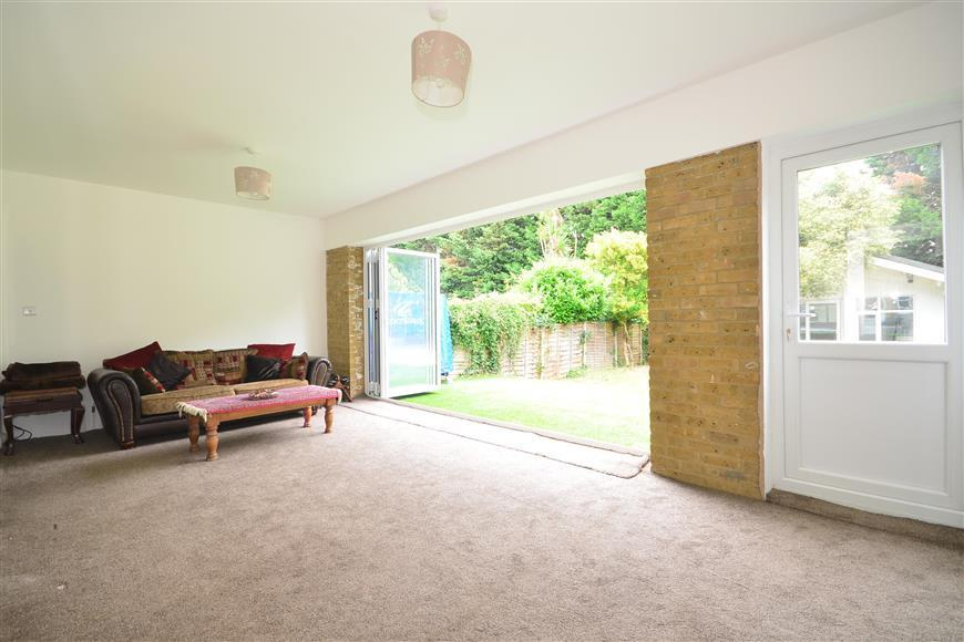 5 Bedrooms Semi Detached House for sale in Beverley Crescent, Woodford Green, Essex