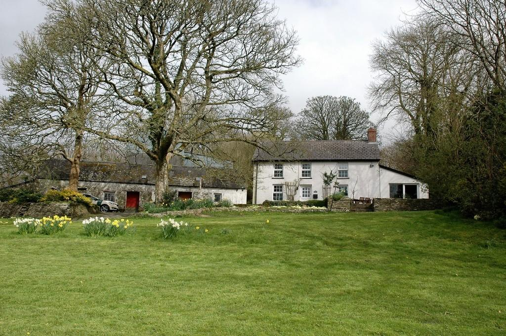 4 Bedrooms Farm House Character Property for sale in Penrhiwllan, Llandysul, SA44 5NJ