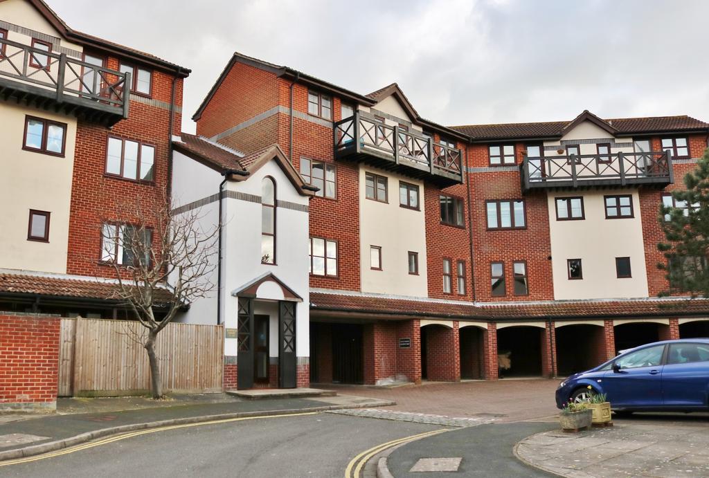 1 Bedroom Maisonette Flat for sale in Gunwharf Gate, Portsmouth