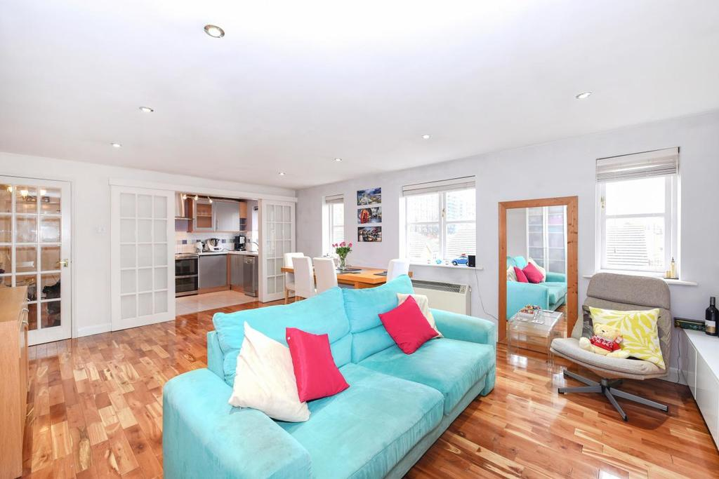 2 Bedrooms Flat for sale in Armoury Road, Deptford