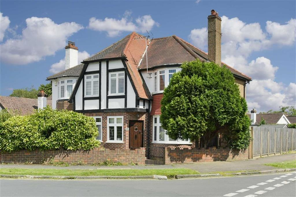 3 Bedrooms Semi Detached House for sale in Tealing Drive, Ewell Court, Surrey