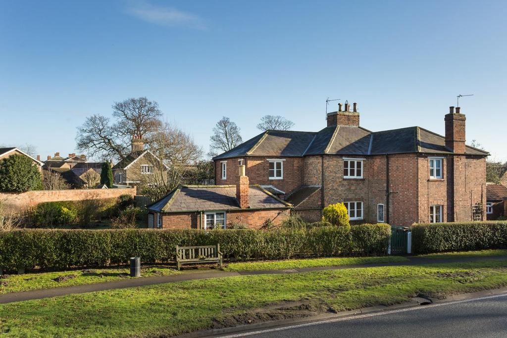 2 Bedrooms Terraced House for sale in Main Street, Escrick, York