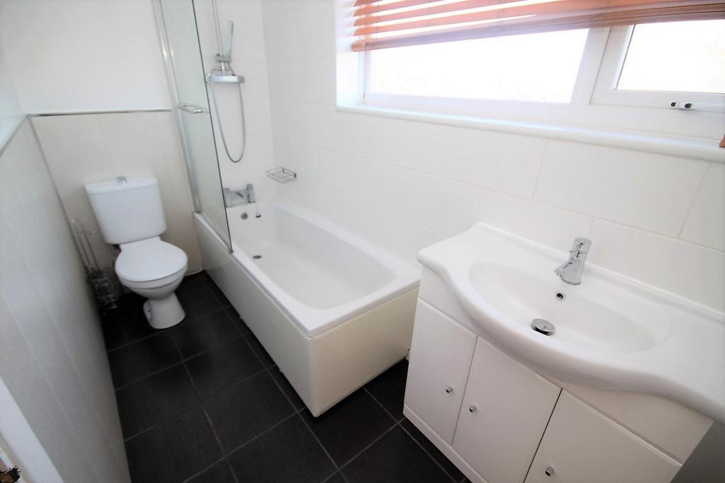 3 Bedrooms Semi Detached House for sale in Astley Close, Fairfield