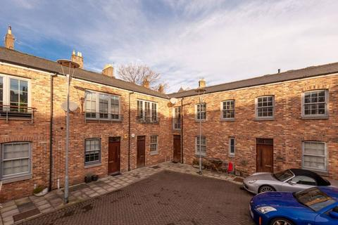 2 bedroom townhouse for sale - 12 Iona Street Lane, Edinburgh, EH6 8SX