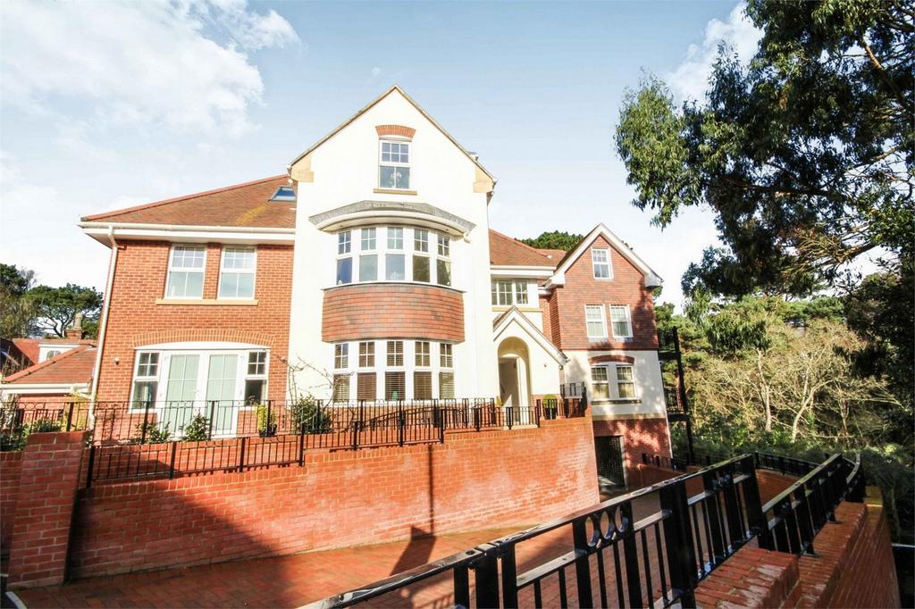 2 Bedrooms Flat for sale in Pineridge, 17 Rosemount Road, Alum Chine, Bournemouth, Dorset