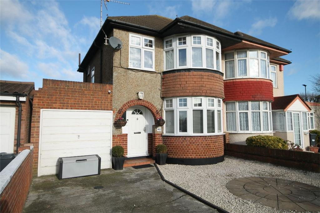 3 Bedrooms Semi Detached House for sale in Staines Road, Bedfont, Feltham, Middlesex