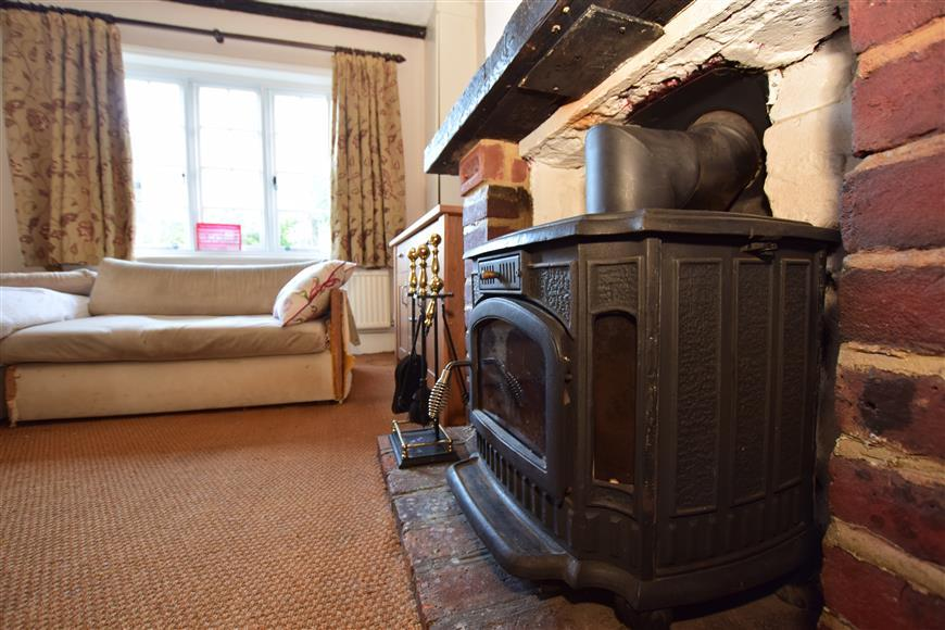 2 Bedrooms Semi Detached House for sale in Spring Meadow, Forest Row, East Sussex