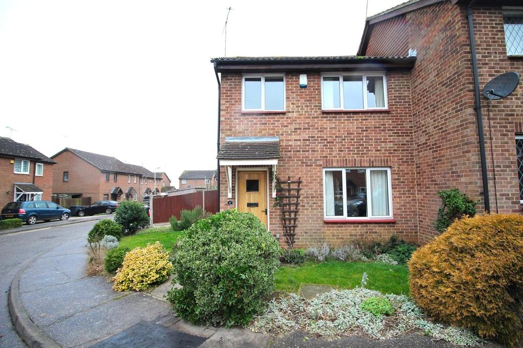 3 Bedrooms Semi Detached House for sale in Catherines Close, Great Leighs, Chelmsford, Essex, CM3