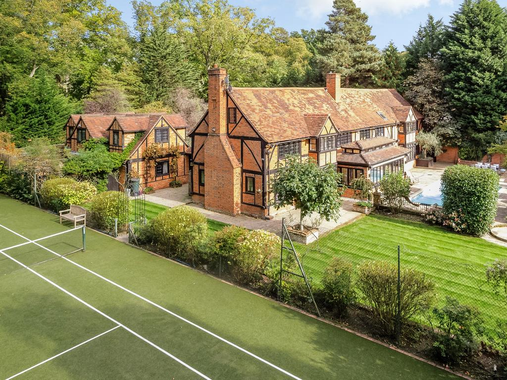 5 Bedrooms Detached House for sale in Christchurch Road, Virginia Water
