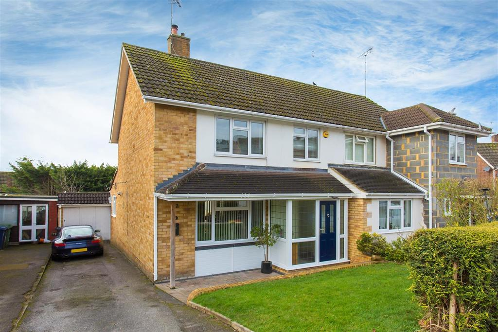 4 Bedrooms Semi Detached House for sale in Cliffords Way, Bourne End