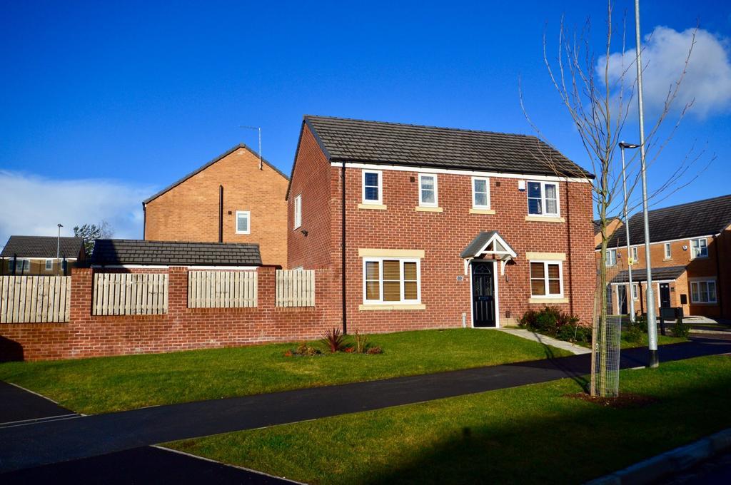 3 Bedrooms Detached House for sale in Woodlands Way, Whinmoor, Leeds, West Yorkshire