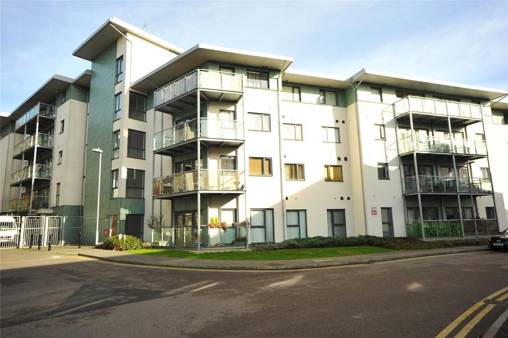 2 Bedrooms Apartment Flat for sale in Brooking House, Rollason Way, Brentwood, Essex, CM14