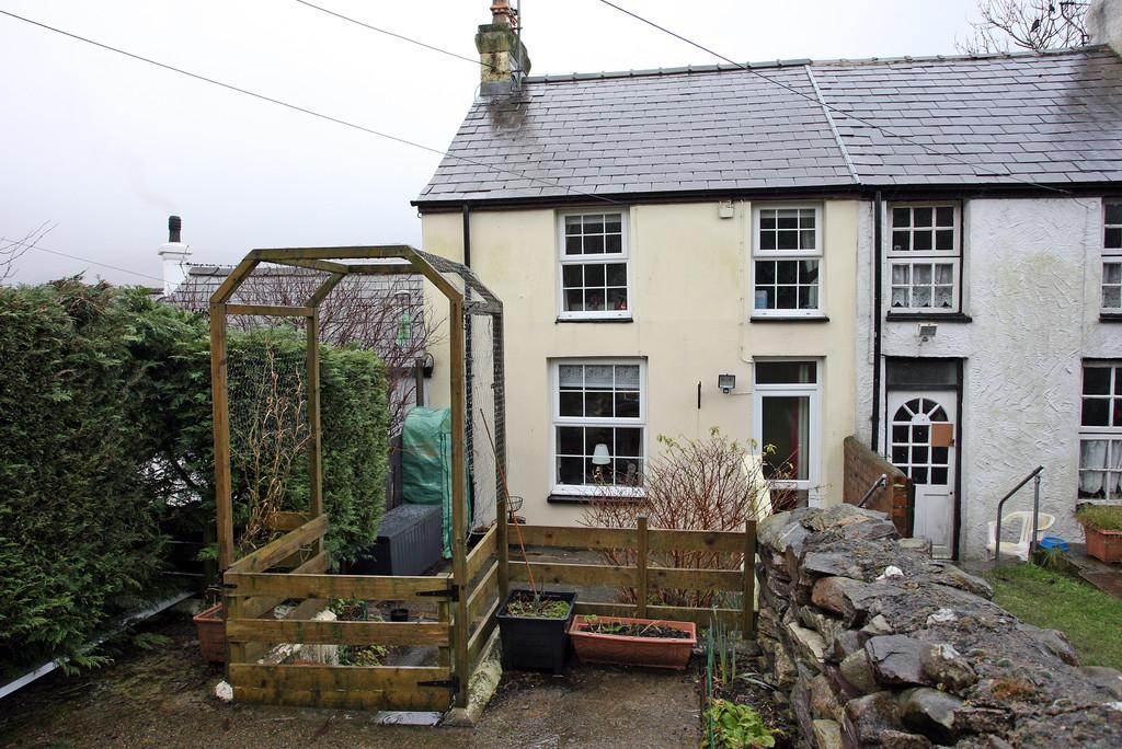 2 Bedrooms Semi Detached House for sale in Coed Madog Road, Talysarn, North Wales