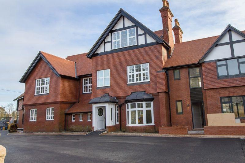 3 Bedrooms Apartment Flat for sale in Pen-y-Garth, Stanwell Road, Penarth